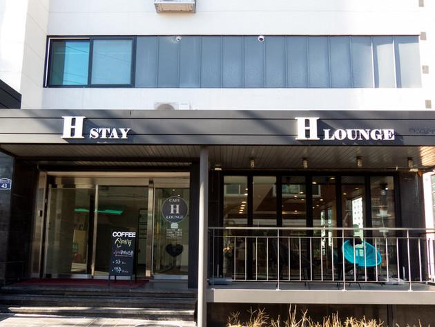 Main Entrance & H-Lounge