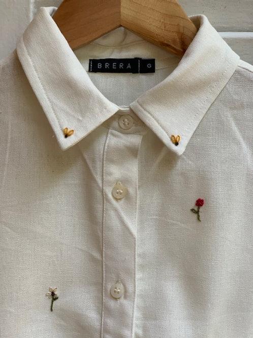 camisa botões bordada florzinhas