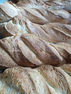 Il nostro buonissimo pane fatto in casa nel forno a legna.