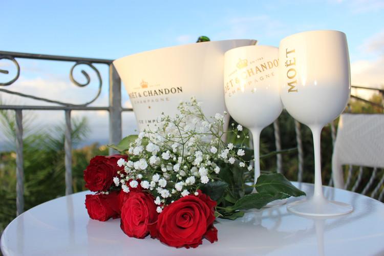 Sorprendi il tuo partner con una serata romantica.