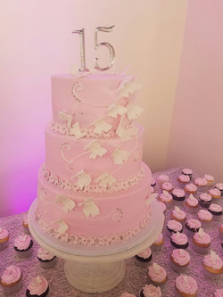 dulce quincerea cake