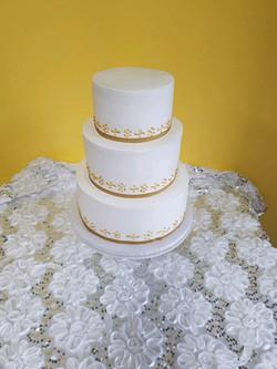 dulce gold wite cake