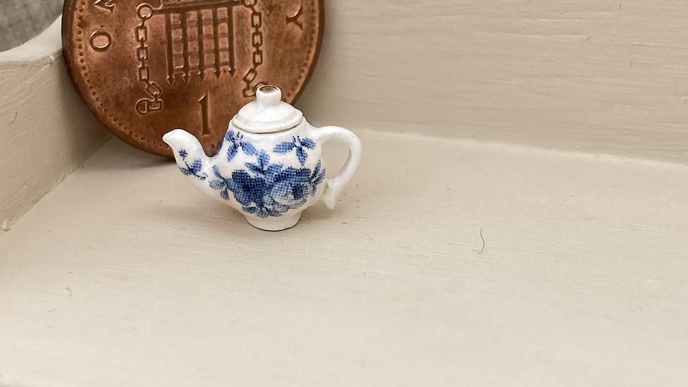 1/24 scale ceramic teapot