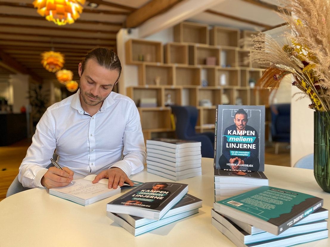 Henrik Hjarsbæk og bogen Kampen mellem l