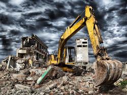 Почему-выгодно-брать-в-аренду-технику-для-демонтажа-зданий cut