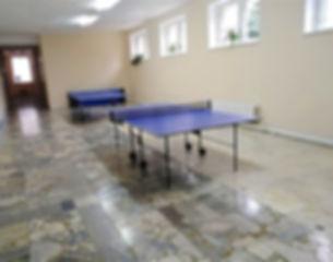 Теннисные столы в фойе.jpg