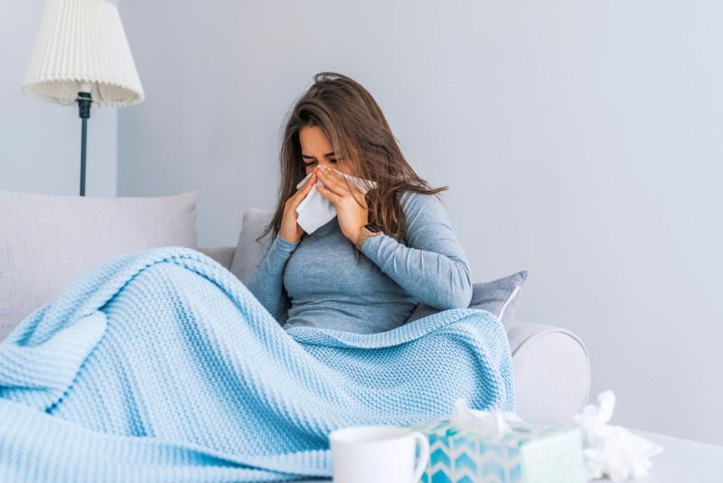 chica con síntomas de Coronavirus en Islandia