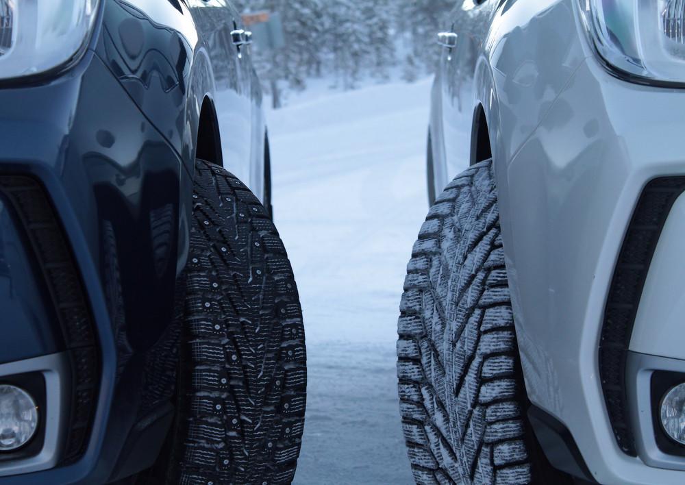 comparativa entre neumáticos de invierno y con taches