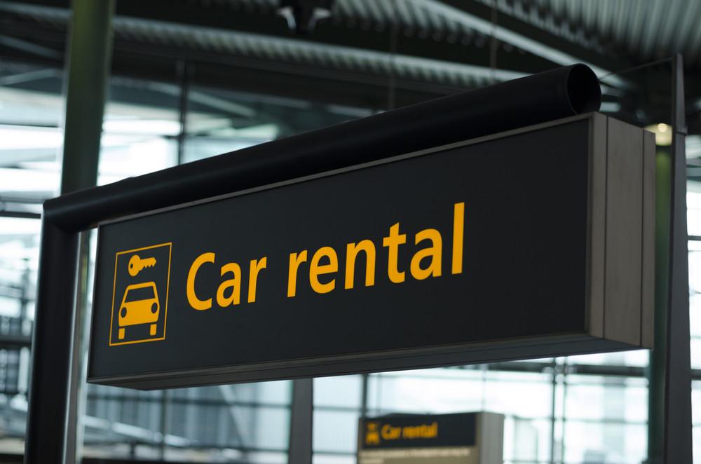 Cartel de Alquiler de Coches en Islandia, donde se pueden alquilar coches baratos