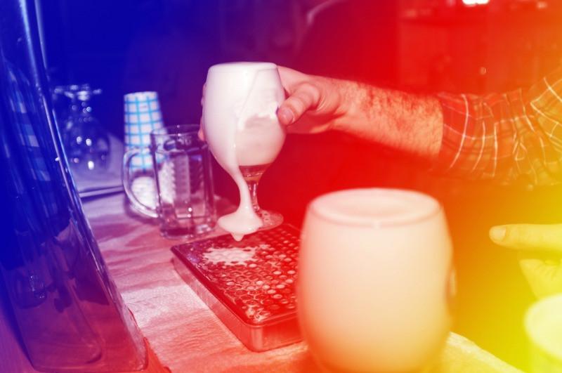 Bar con cervezas islandesas para disfrutar en la vida nocturna de Reikiavik