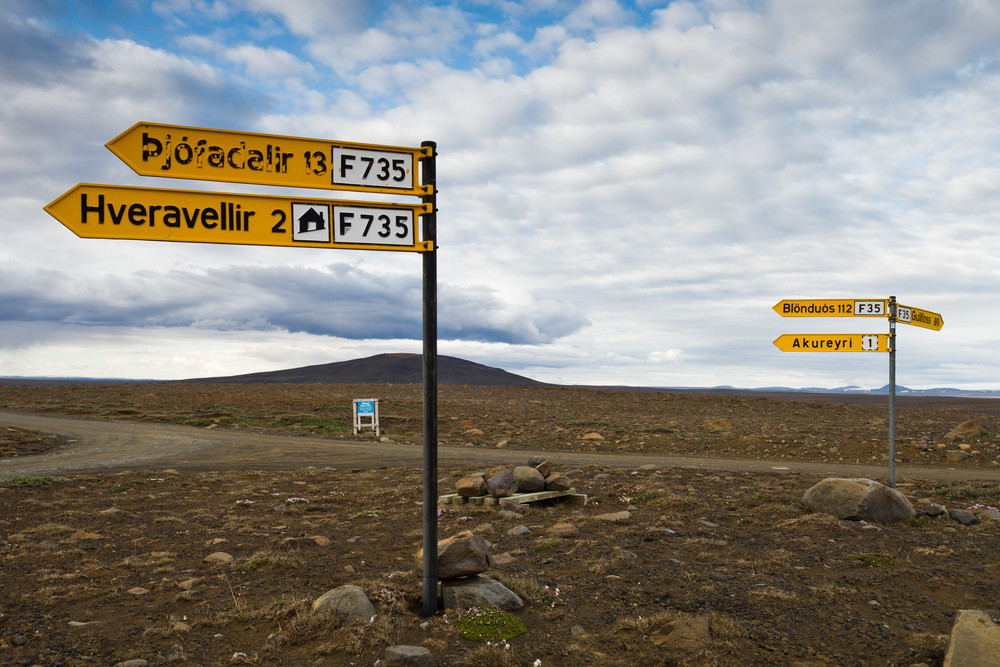 Road sign showing the way to Highland road Kjolur F35 in Iceland