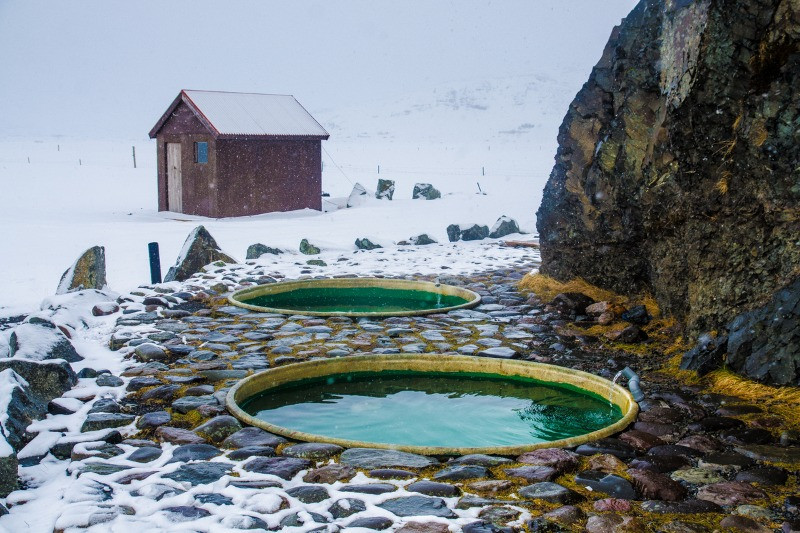 Outdoor hot tubs for an Iceland honeymoon