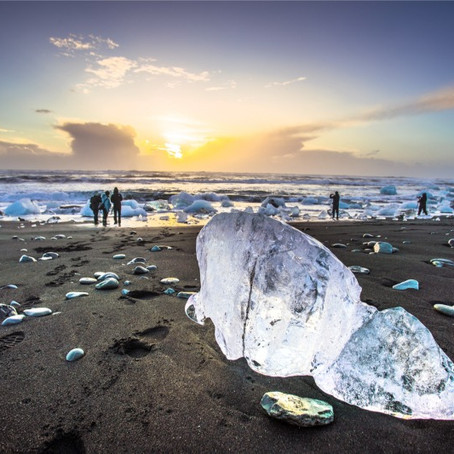 Diamond Beach Iceland: Icebergs on Black Sand