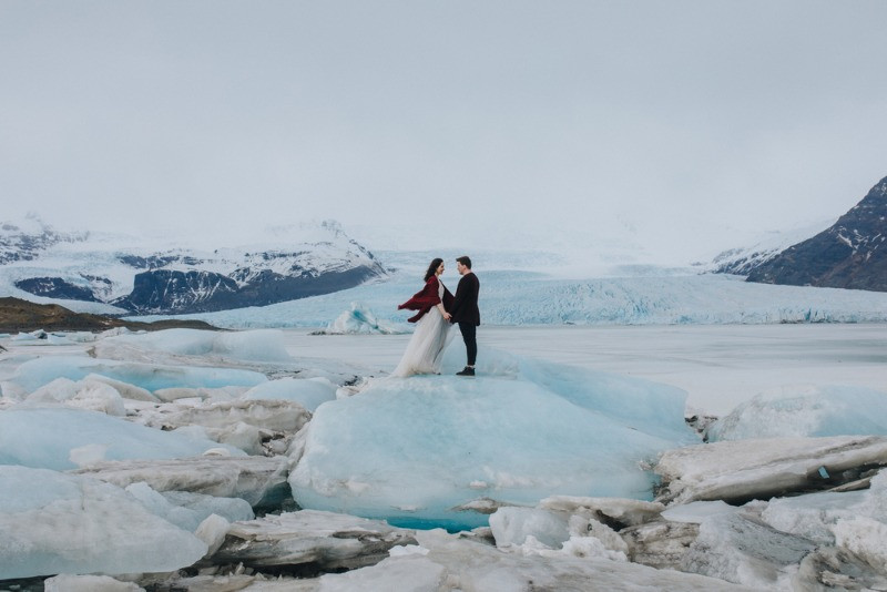 Impressive picture of a wedding in Iceland on a glacier