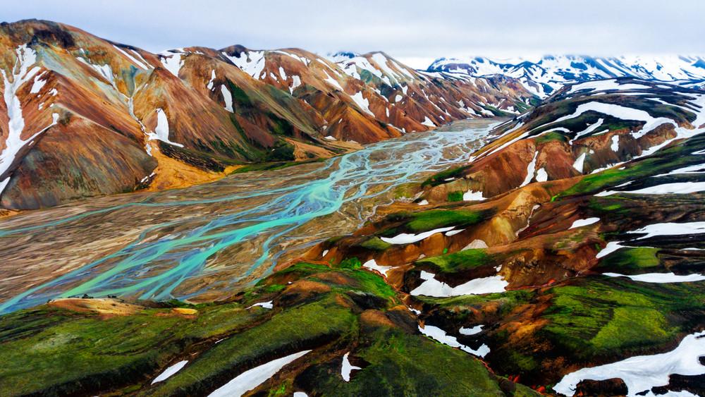 Paisaje panorámico de las preciosas montañas de Landmannalaugar