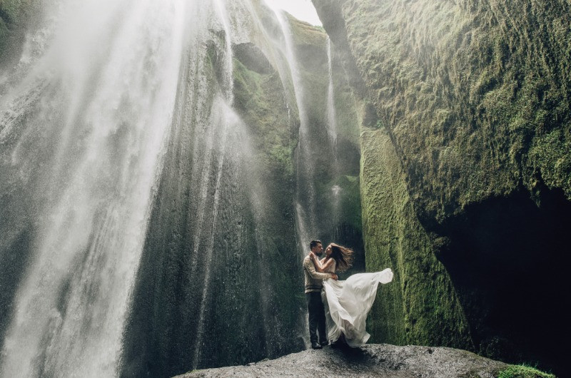 wedding pictures in the landscapes of Iceland