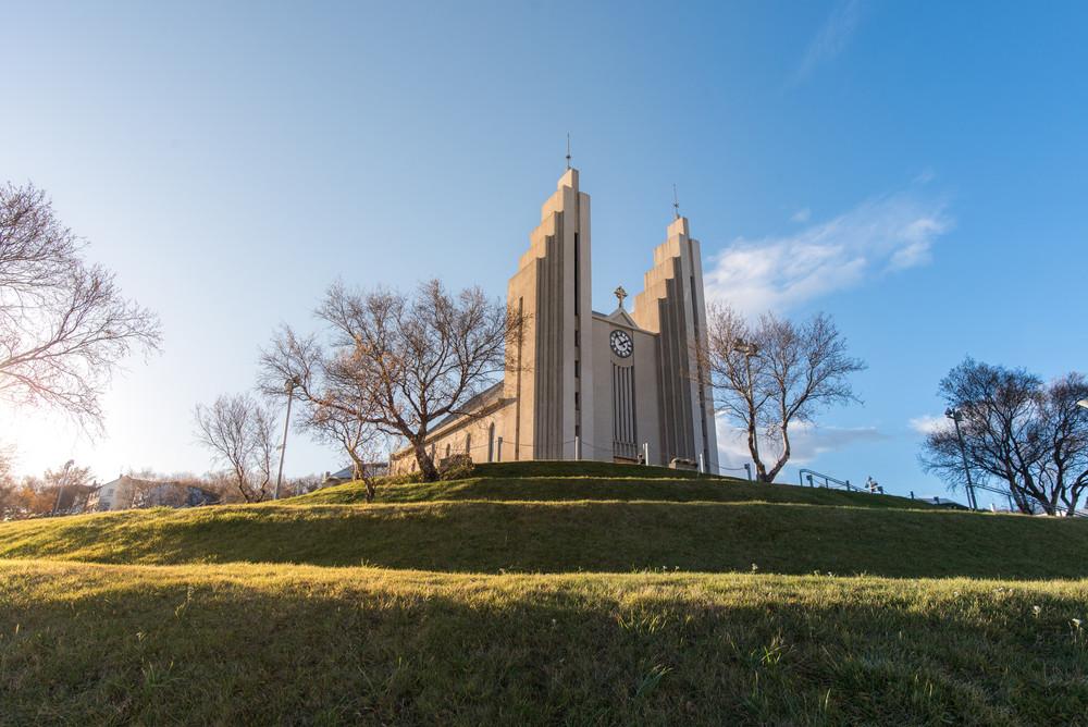 Chiesa Akureyri in cima alla collina