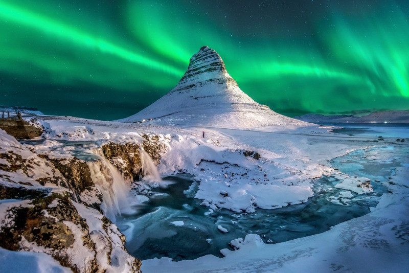 Northern lights in Iceland, kirkjufell moutain