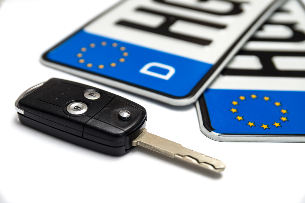 European plates and car keys - Driving in Europe