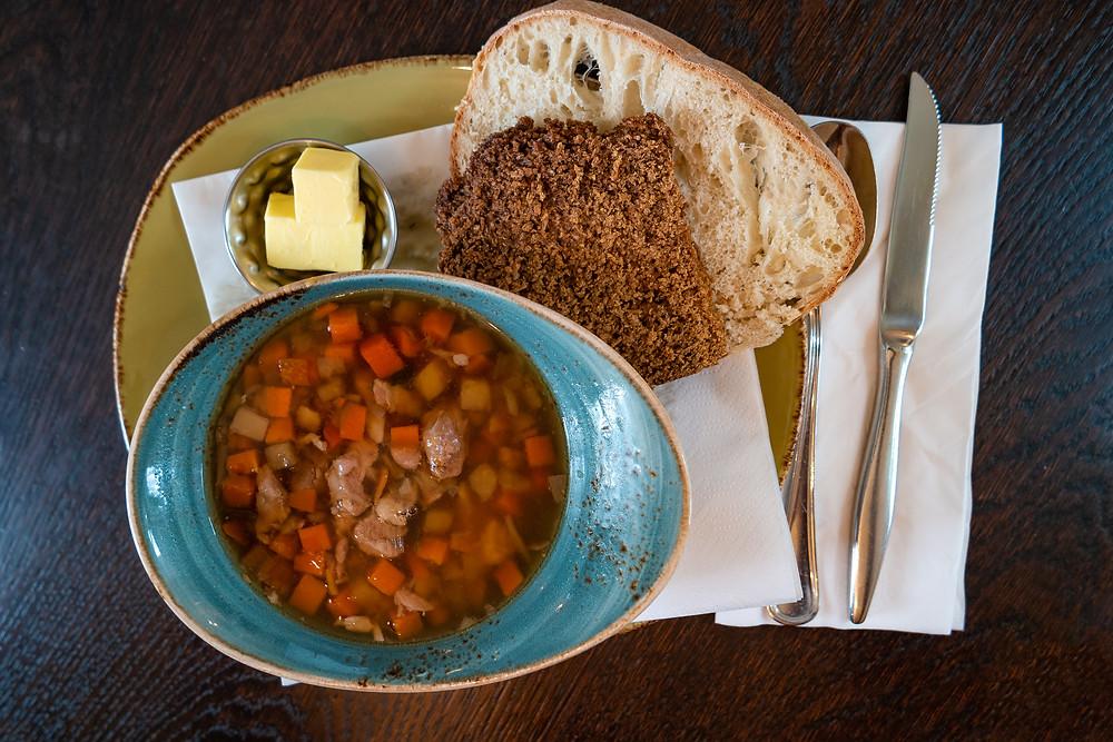 sopa de cordero, uno de los platos más tradicionales de la gastronomía de Islandia
