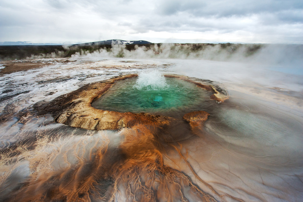 Impressive volcano crater bubbling in Iceland's highlands