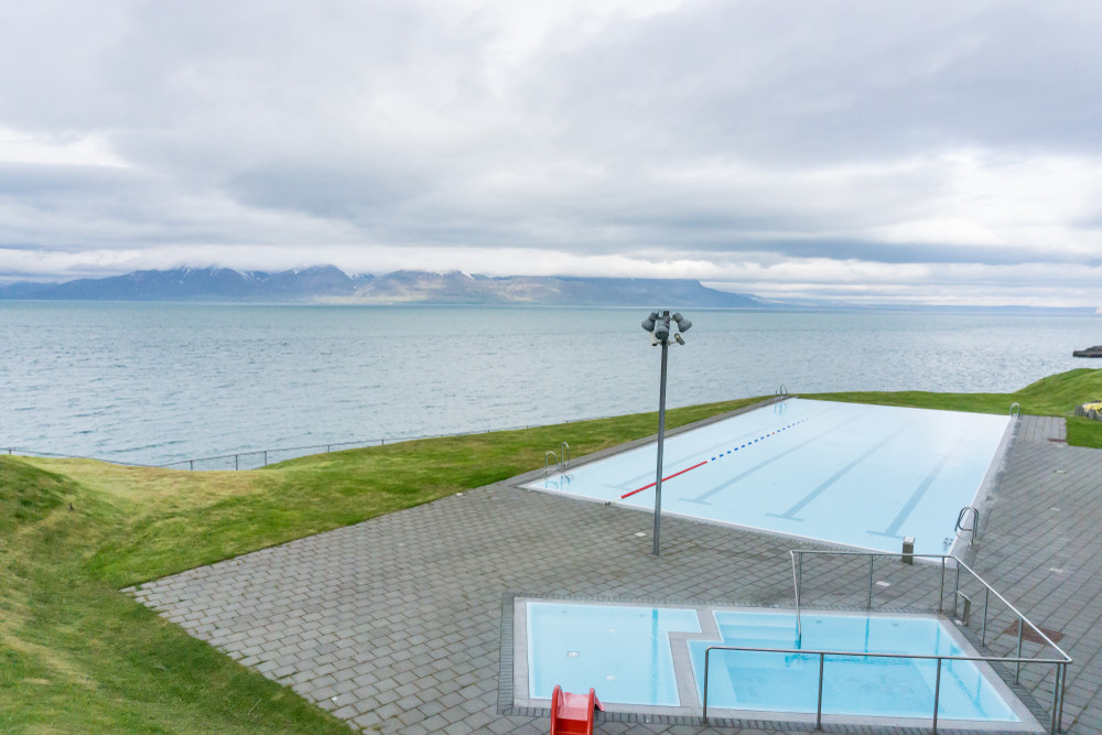 Hofsos infinity pool with views to the fjord