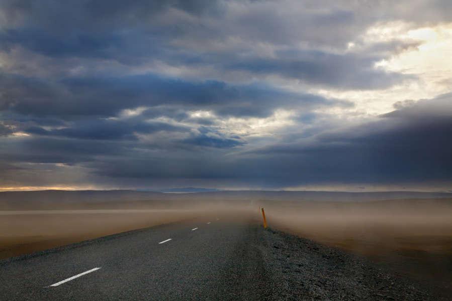 Tormenta de arena en medio de la Ring road islandesa