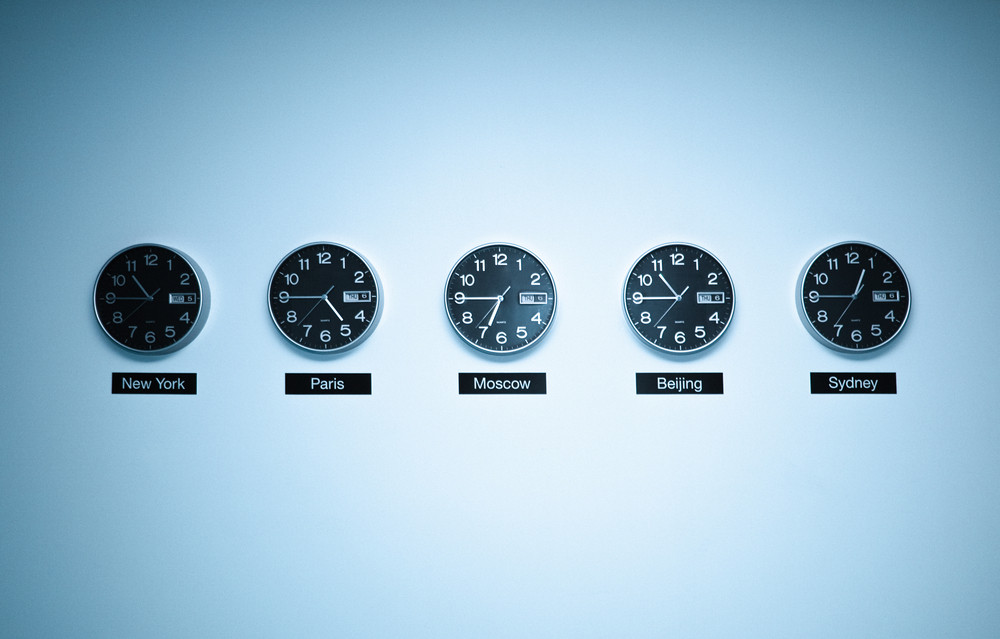 Different clocks with different time zones - time in Iceland