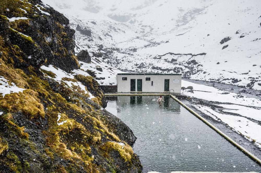 La laguna secreta, spa islandés cubierto de nieve