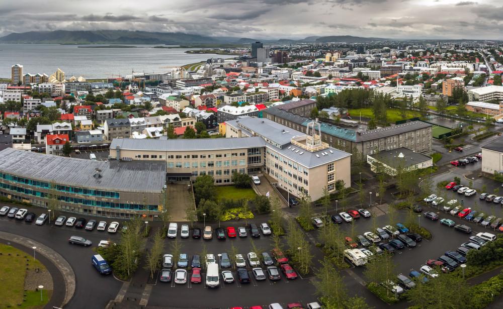 coches aparcados en Reikiavik, vista aerea