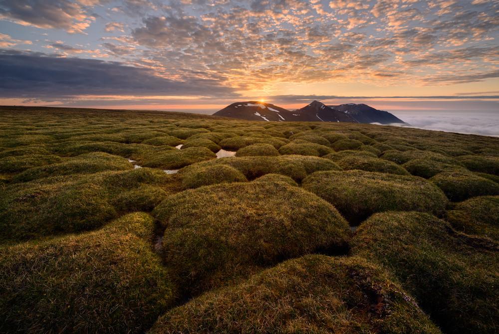midnight sun in the horizon - Polar nights in Iceland