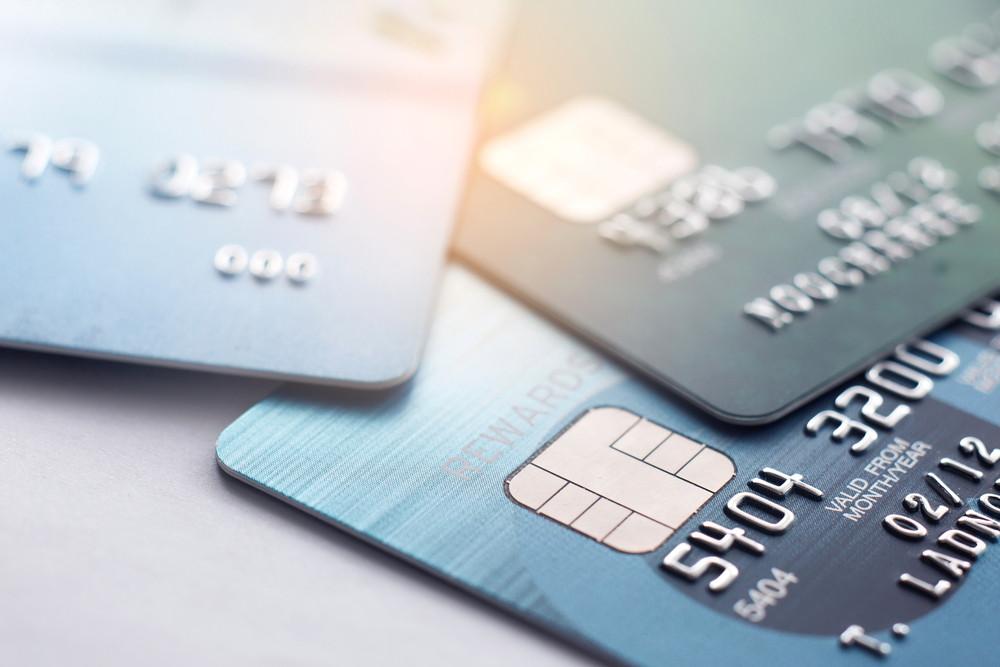 carta di credito e debito in Islanda sul tavolo