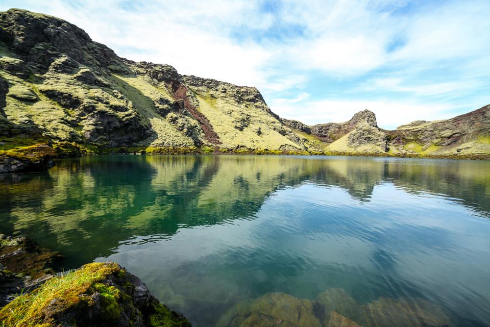 Laguna all'interno del cratere del vulcano Laki
