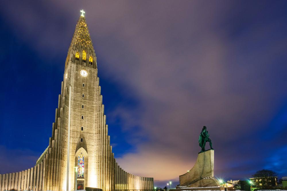 image of reykjavik nightlife and the hallsgrimskirkja all light up