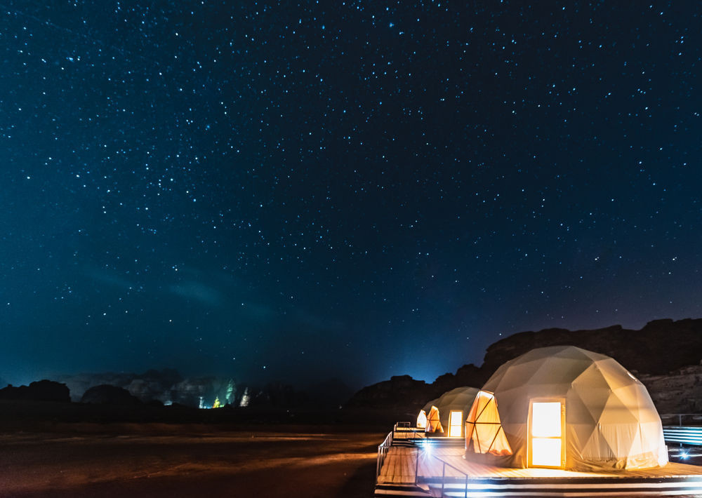Bubble hotel in Iceland at night with a starry sky