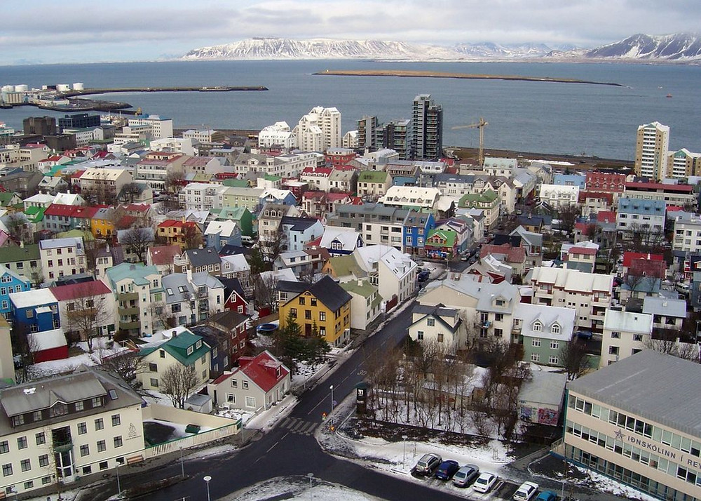 Vista aérea de la ciudad de reikiavik en invierno