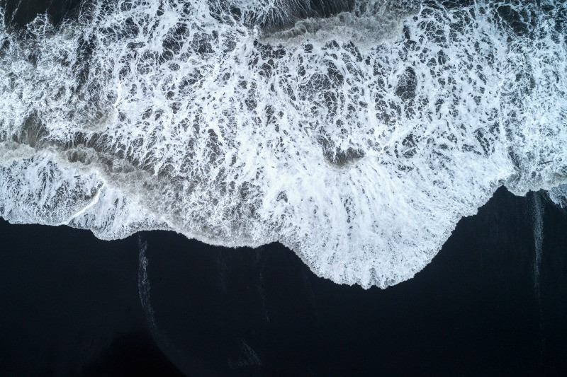 Diamond Beach Iceland has sneaker waves