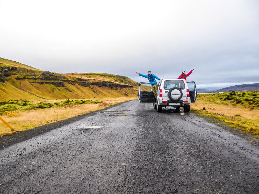 coppia in un viaggio in Islanda