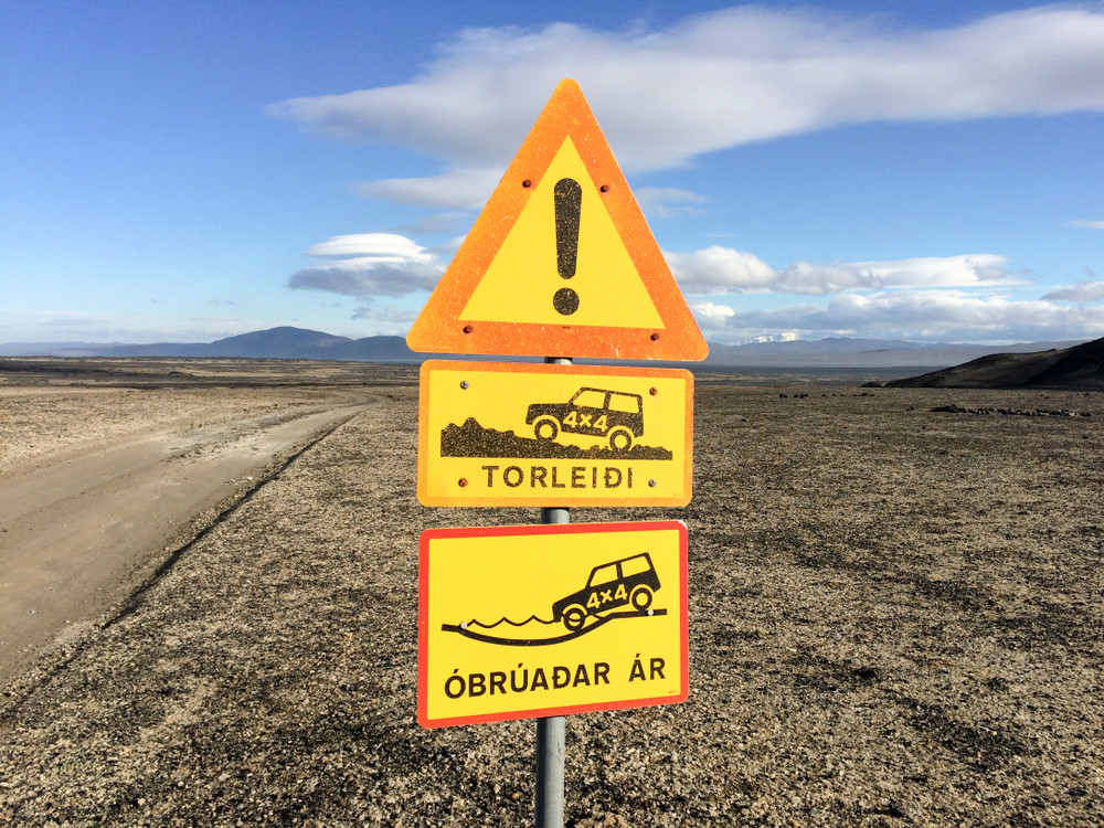 road sign stating that a 4x4 vehicle is necessary for crossing rivers in Iceland