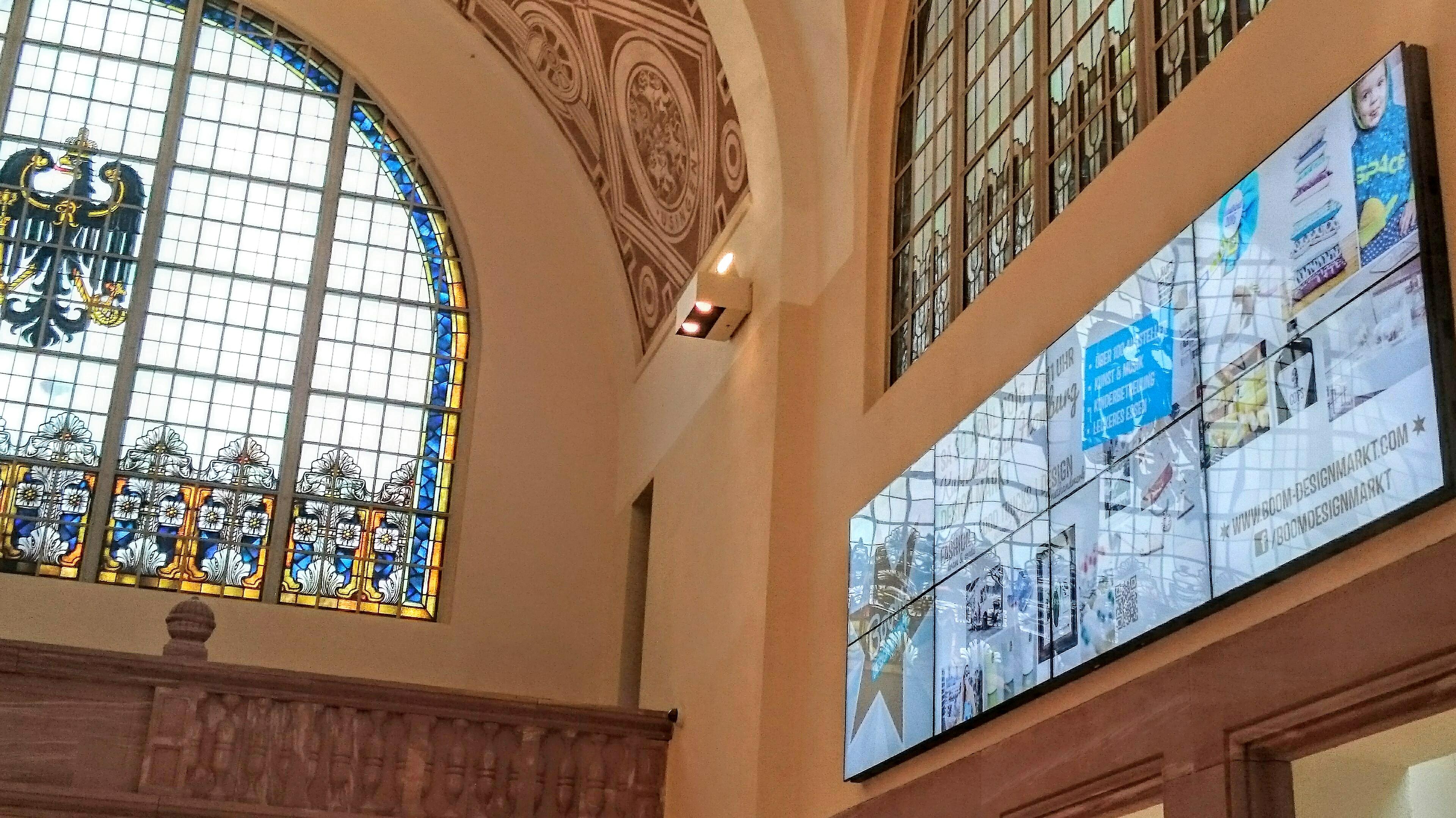 Videowerbung im Bahnhof Bad Homburg