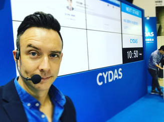at Cydas.com's HR Expo booth.HRエキスポ、Cydas.comのブースにて