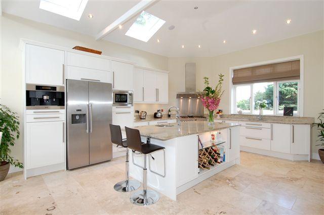 11 beaumont close 4 kitchen.jpg