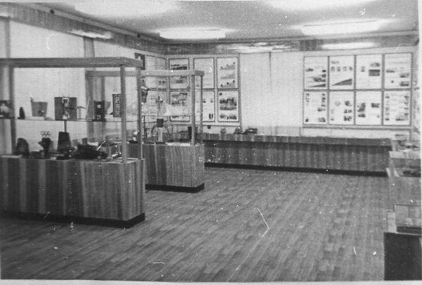 В одном из залов народного музея. 1975.j