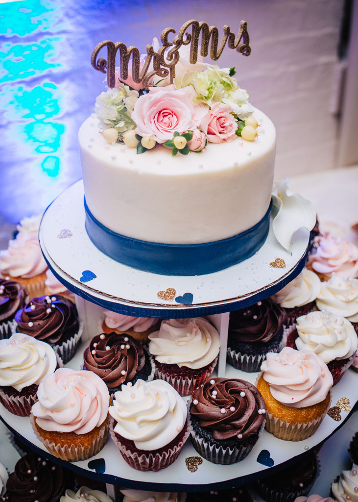 Wedding Cake and cupcakes Ceresville Mansion Frederick Maryland