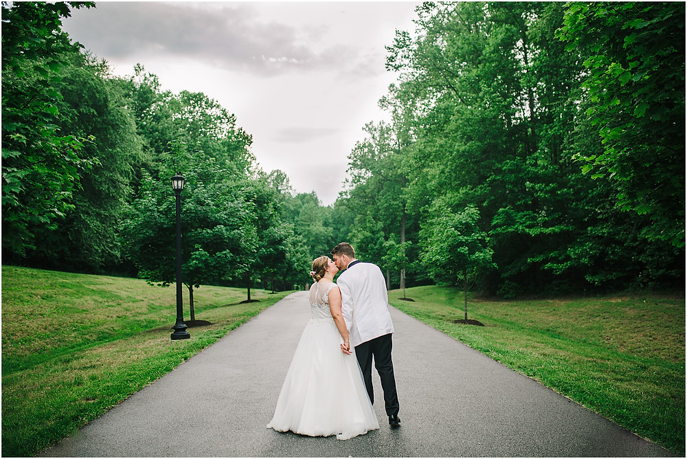 One last kiss between husband and wife - Annapolis Wedding Photography