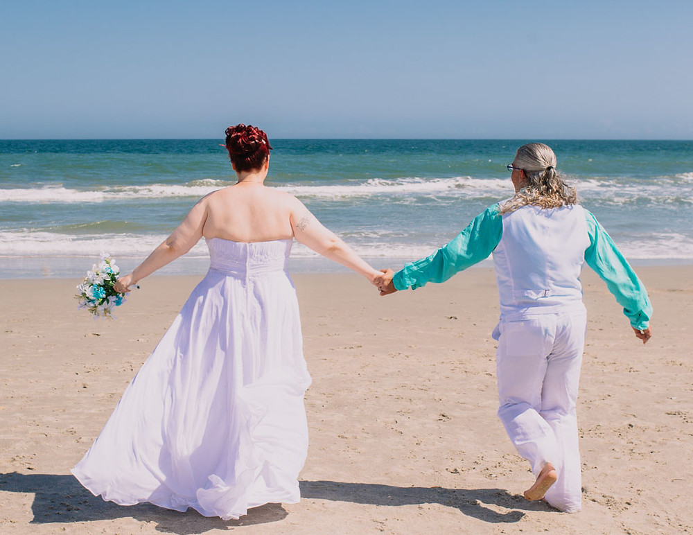 Running together to the ocean- Maryland Wedding Photographer - Katherine Elizabeth Photography