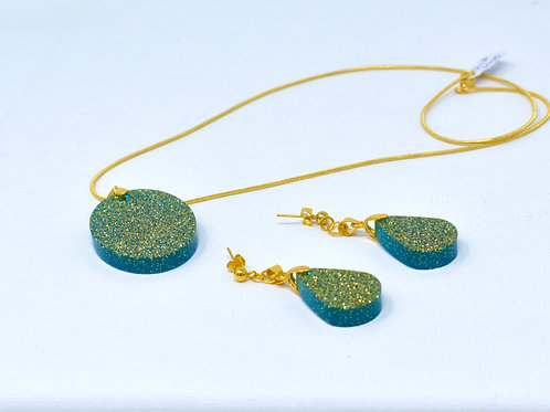 Oval Pendant necklace and earrings front view