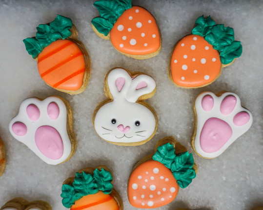 Easterbunnywithcarrotsscookie.jpeg