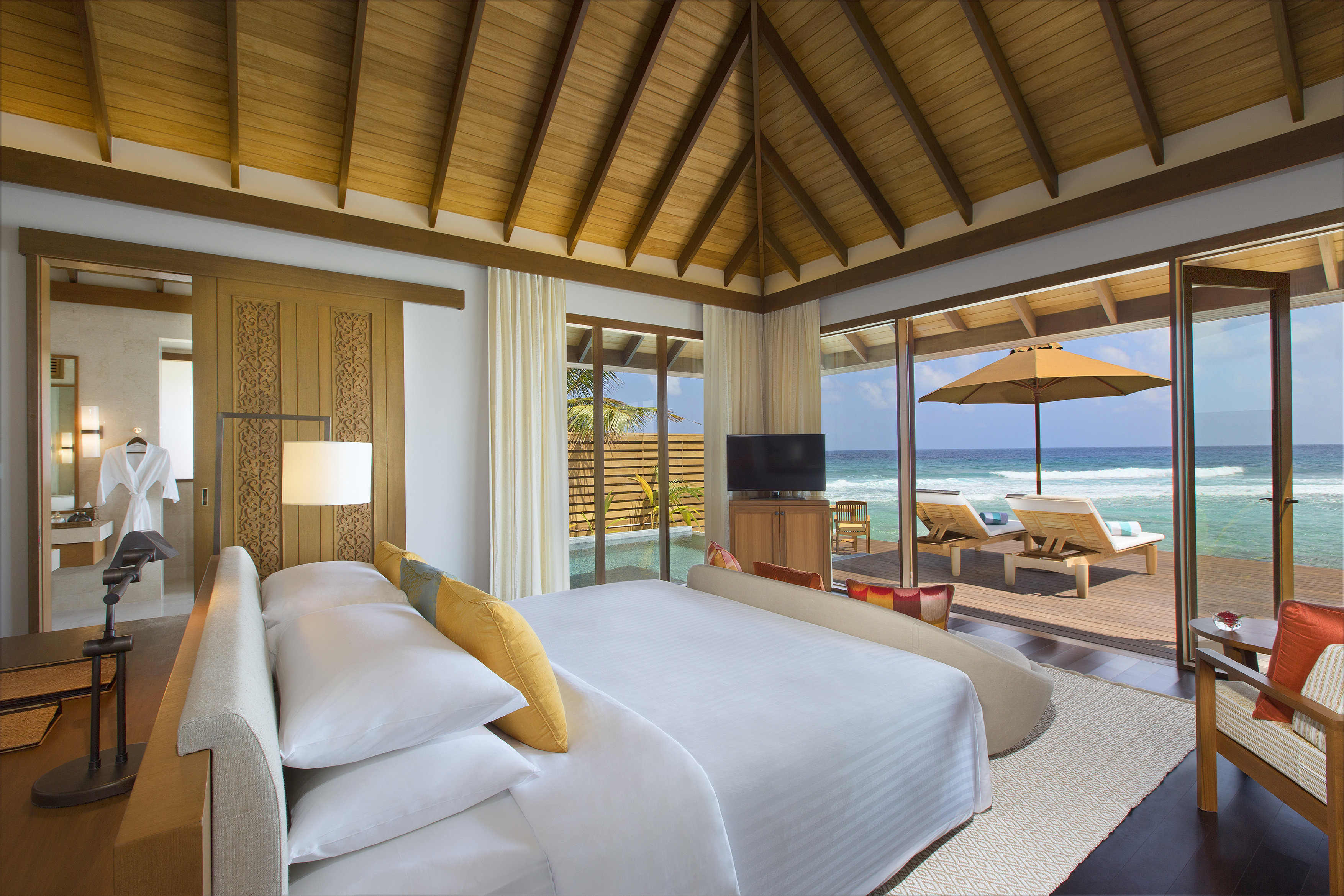 61912082-H1-Ocean_Pool_Bungalow_Bedroom_