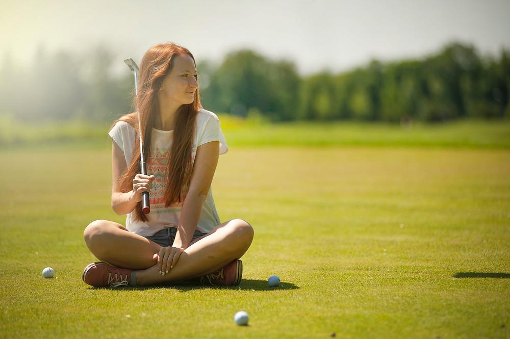 Organiza a mini golf tournament for employees to motivate them